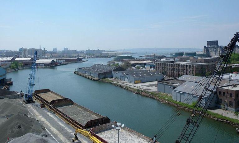 800px-Gowanus_Canal_turn_jeh